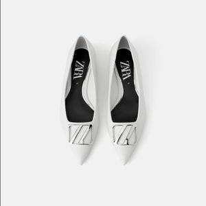 NWT. Zara White Ballet Flats. Size 6,5.